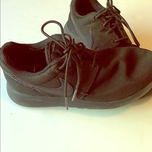 Boys Nike shoes size 3.5